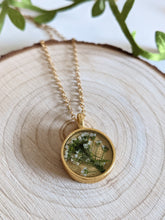 Load image into Gallery viewer, Gold and Flowers Necklace