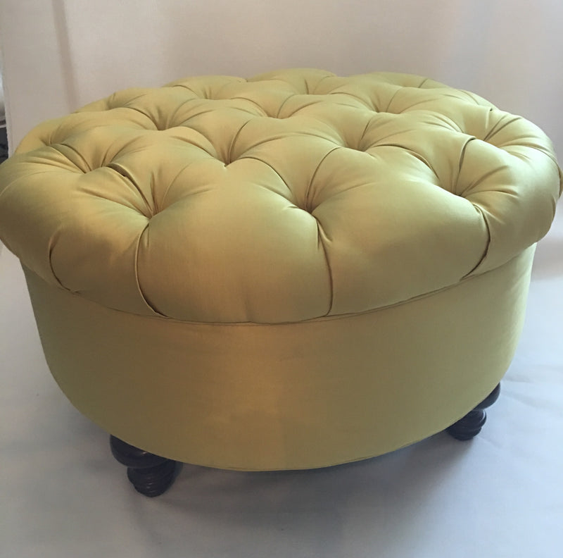 Tufted Round Salon Pouf