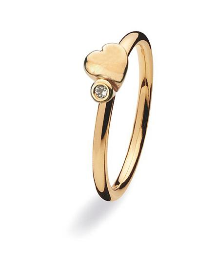 9 carat gold ring with heart and cubic zirconia setting