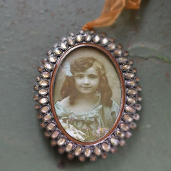 Oval picture frame with Irredescent Chrystal Pearls