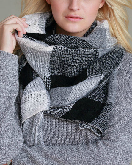 Warm Me Up Knit Scarf (Black & White Color Block)