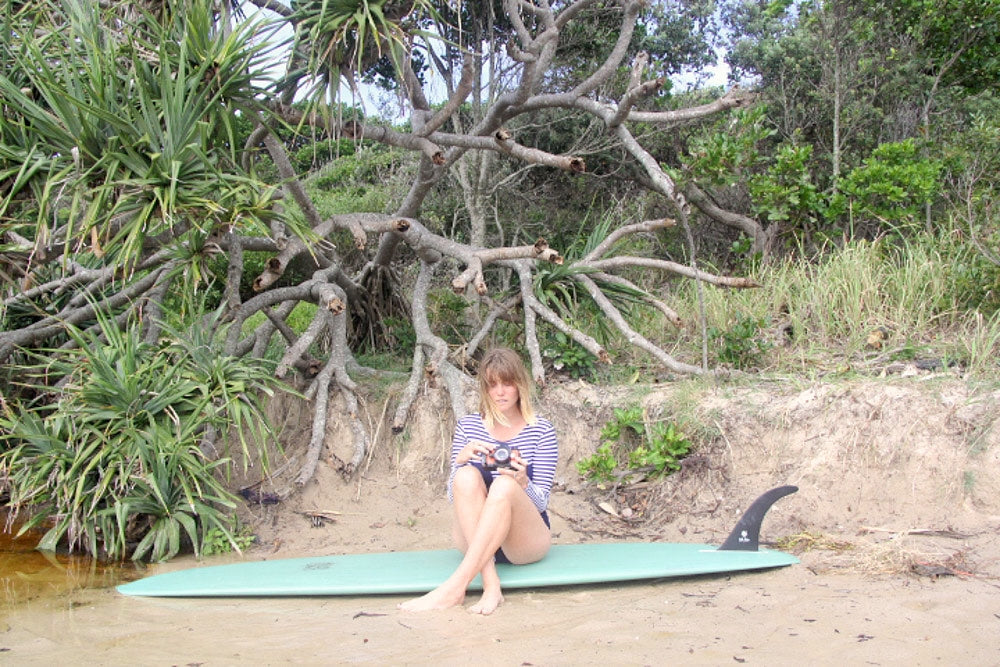 Anrielle with her longboard in the Lafitenia Surfsuit
