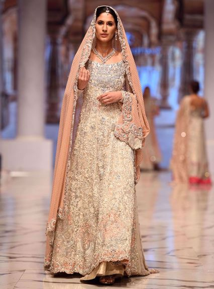Zainab Chottani Ivory and peach gown Runway Collection 2020