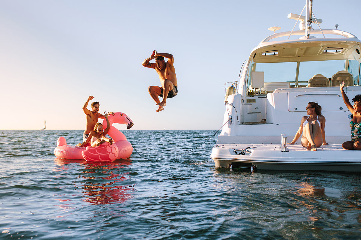 Organise a private yacht party