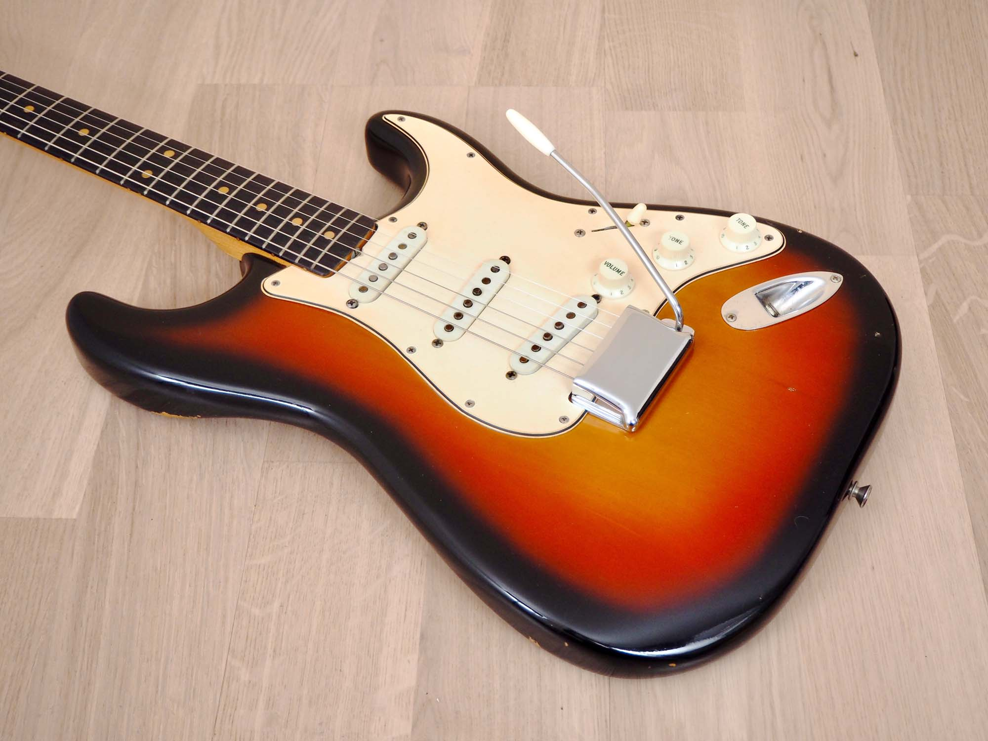 1965 Fender Stratocaster Vintage Electric Guitar Sunburst Collector-Grade w/ Case