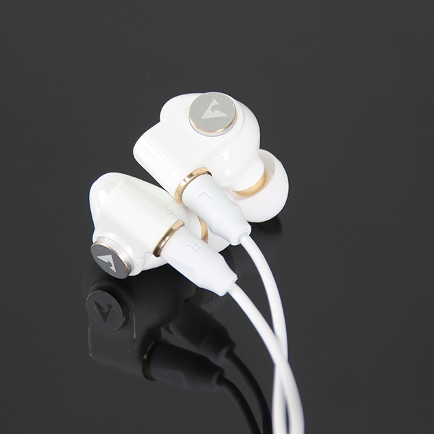 FS-HAL1 In Ear Monitors lightning connector white