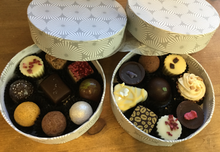 Load image into Gallery viewer, Hand-Crafted Loose Chocolate Selection Round Box