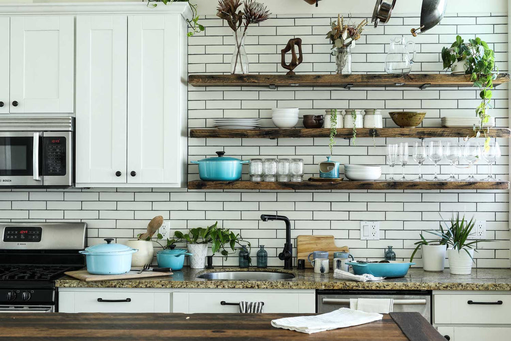 7 Questions to ask before choosing open shelving in a kitchen