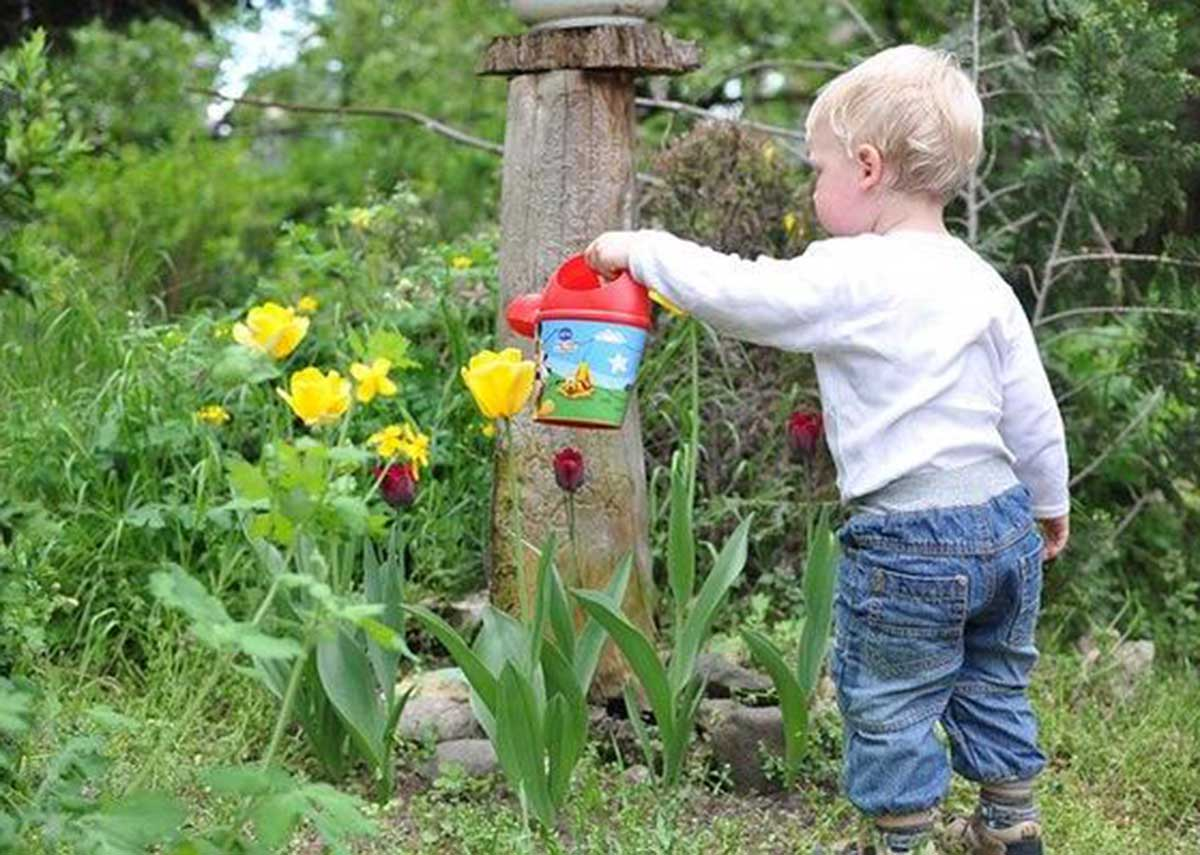 Kids garden activities to keep them entertained during lockdown