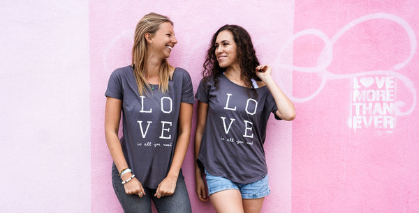 LOVE is all you need V-back tshirt Grey