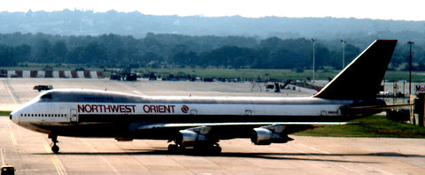 Another of Wilf's shots that day at Heathrow – Northwest's N601US