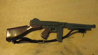 W040 GI JOE Hasbro Reissued Metal Thompson Machine Gun.