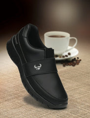 unisex slip on black shoes with non slip sole for doctors, nurses, dentists, veterinary, waiters, waitresses