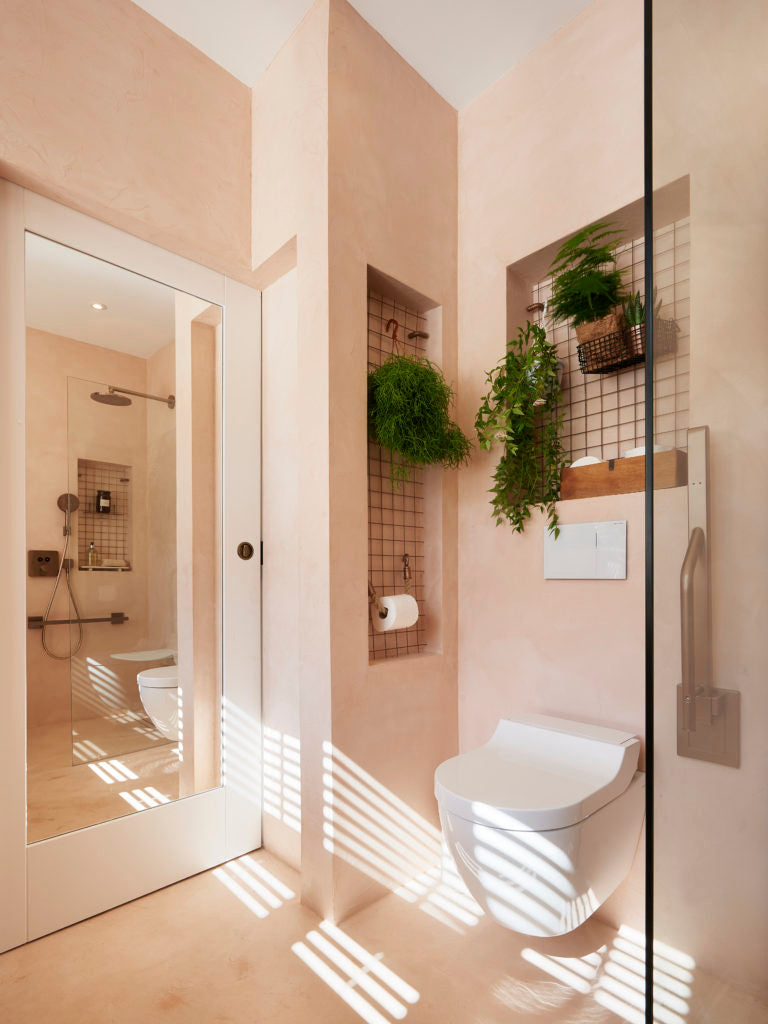 The full length mirror in the back of the pocket door and the alcove that doubles as additional support
