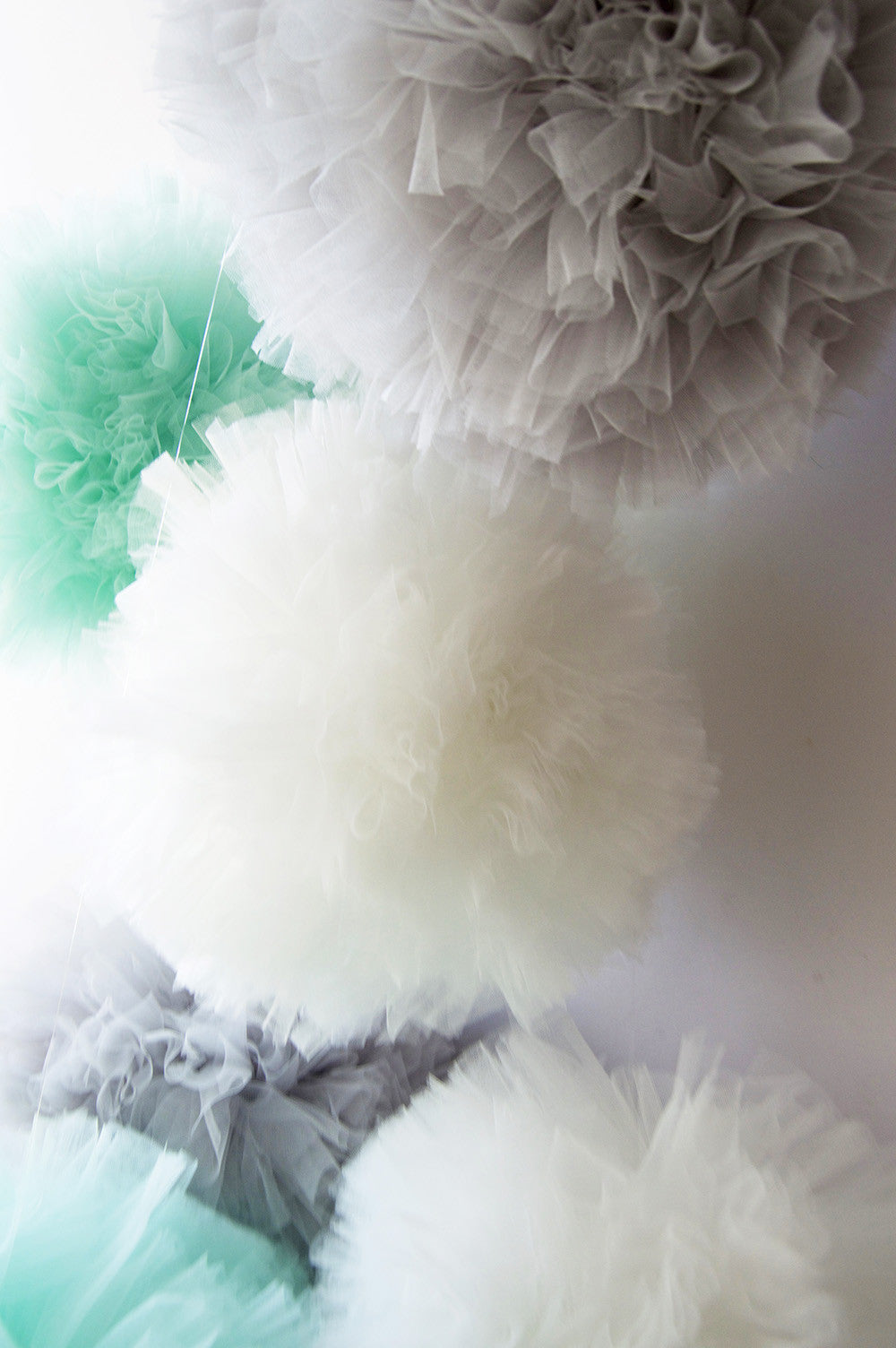 Tulle pom pom- Light Gray