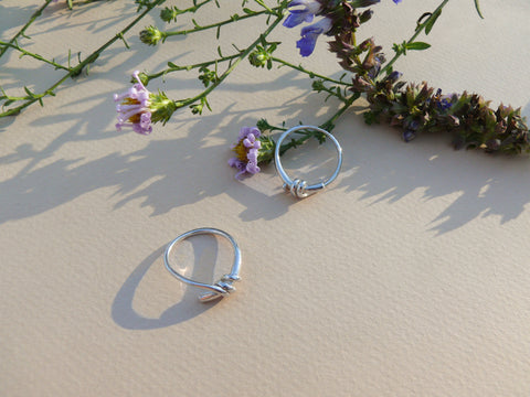 Silver knot rings with flowers and shadows
