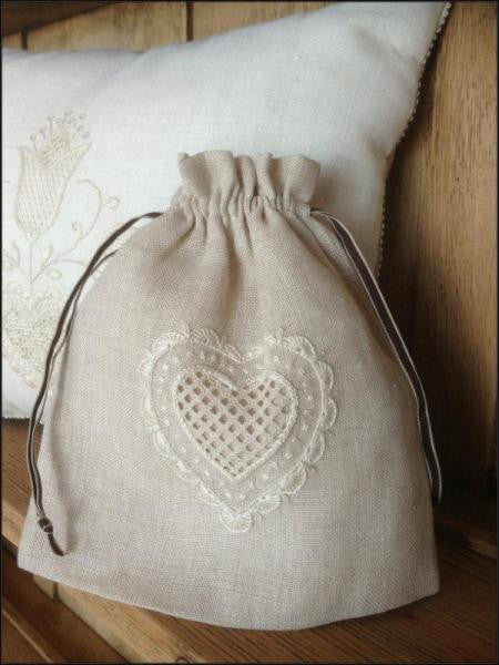 Embroidery kit - Schwalm Heart sweet bag kit - 1