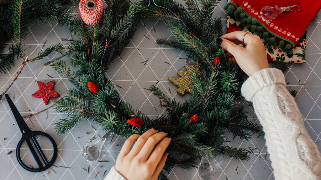 How to make your own Christmas Wreath at home