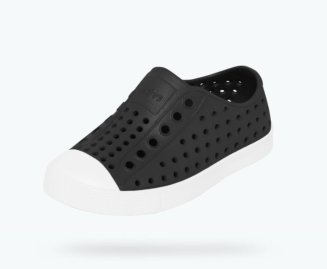 Native Shoes Jefferson Junior in JIFFY BLACK / SHELL WHITE
