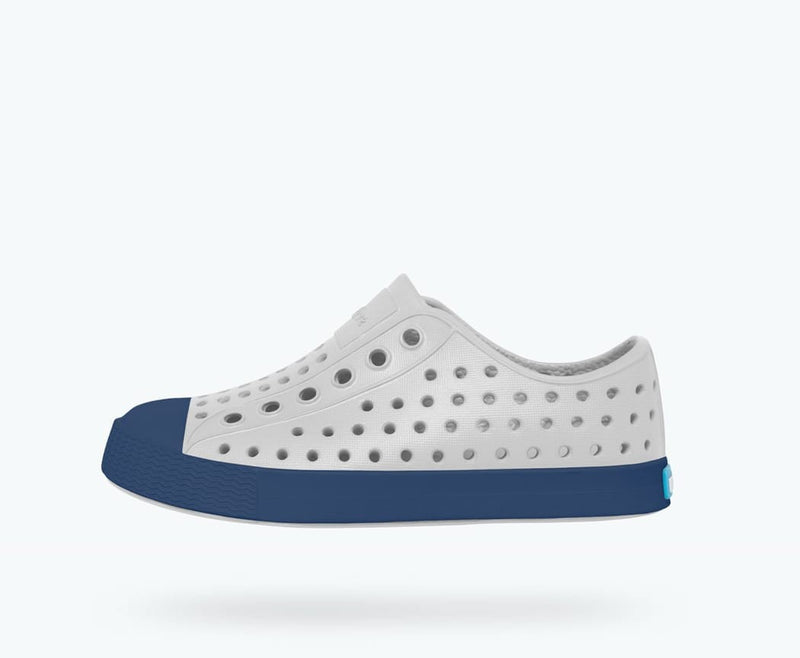 Native Shoes Jefferson Child in MIST GREY / REGATTA BLUE