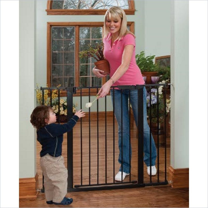 Kidco Tall & Wide Auto Close Gateway in Black