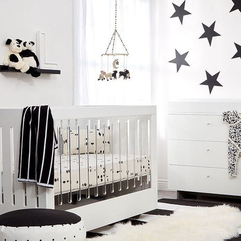 Spot On Square Roh Crib in White White with 1 Side Acrylic