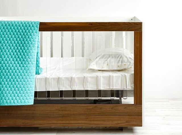 SPOT ON SQUARE - ROH CRIB - ONE SIDE ACRYLIC AND WALNUT