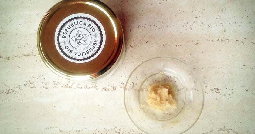 Ground oats and virgin organic coconut oil facial scrub, recipe by Sibel Grigore
