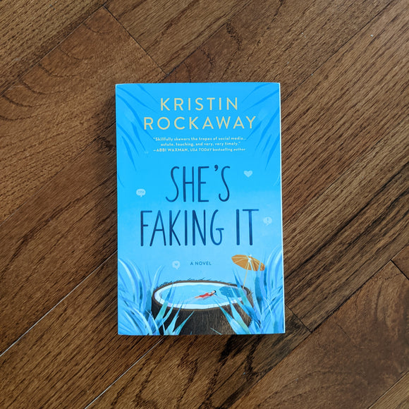 She's Faking It - Paperback