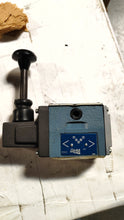 Load image into Gallery viewer, VM12M-4F-GX-10-A - Continental Hyd. - Directional Control Valve