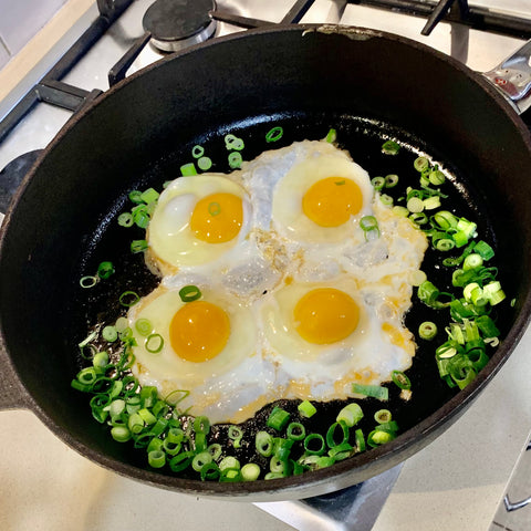 Fried eggs and shallots