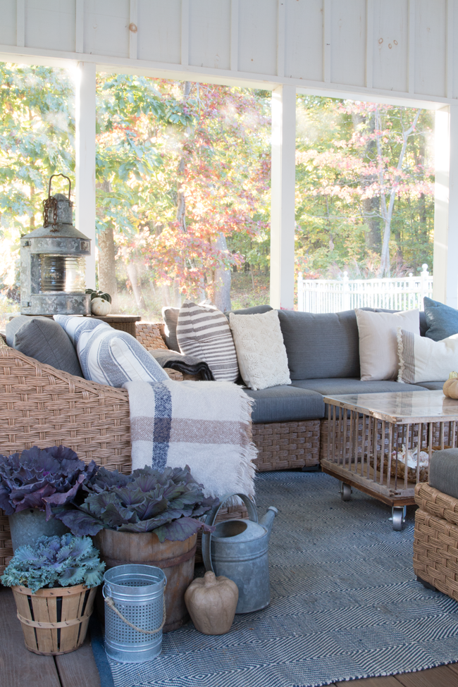bringing-fall-into-your-screen-porch