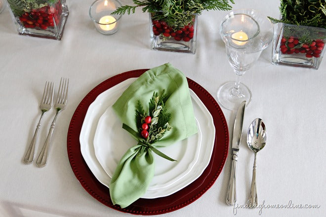 Cranberry-and-Greenery-Christmas-Table