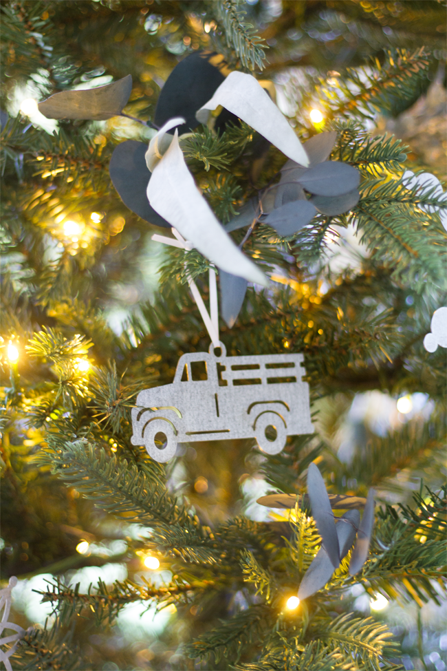fhf-truck-ornament