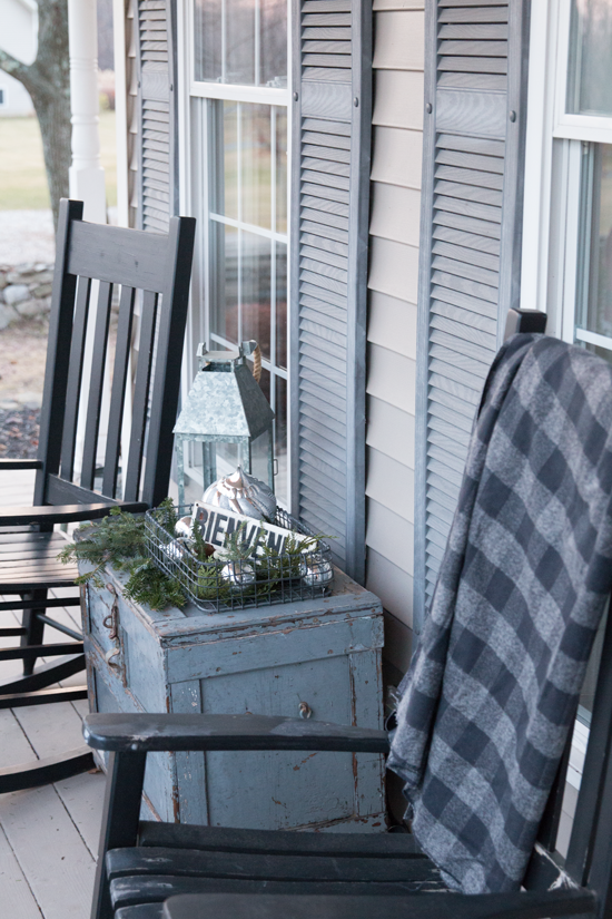 Front-Porch-Christmas-Decorating