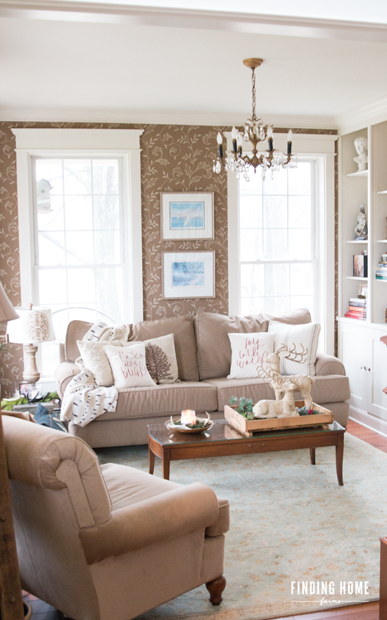 Simple-Living-Room-Decorating-for-Christmas