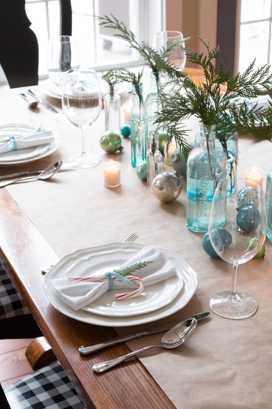 simple-blue-red-christmas-tablescape