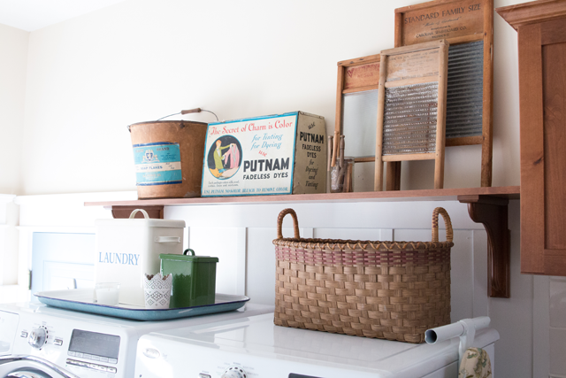 Vintage-Decorating-in-the-laundry-room