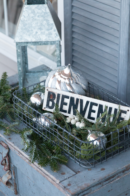 Vintage-Outdoor-Christmas-Decorating