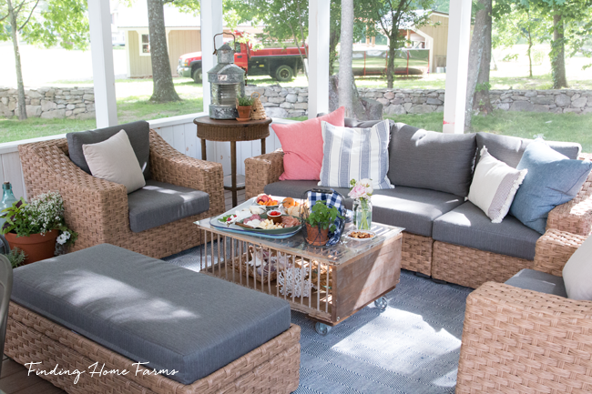 Wicker-seating-screen-porch