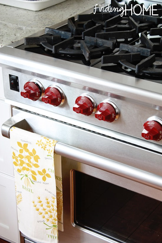 Wolf-Stove-Red-Knobs