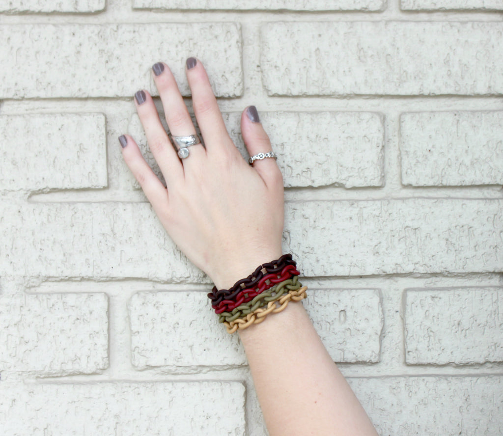 Neutral, but noticeable! X Jewellery Bracelets in Khaki, Classy Camel, Bordeaux, and Black. See more of our favorite combinations in our blog post! - Coco and Duckie