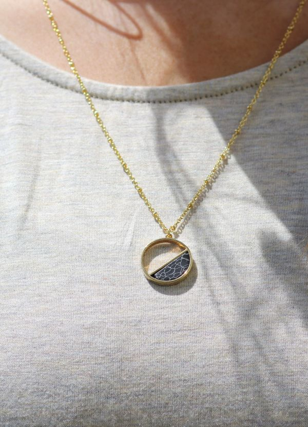 coco circle marble necklace