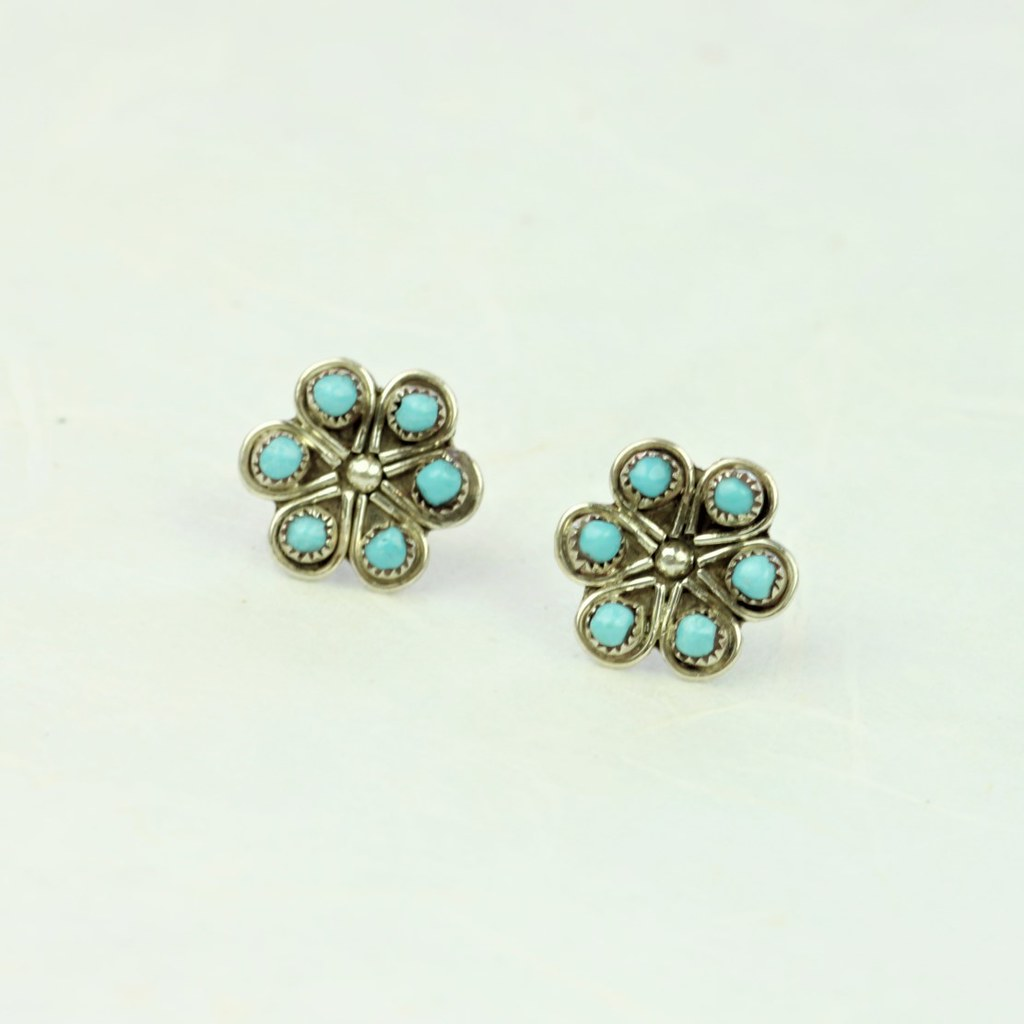 Turquoise Flower Earrings - Zuni Artist Made - Coco and Duckie
