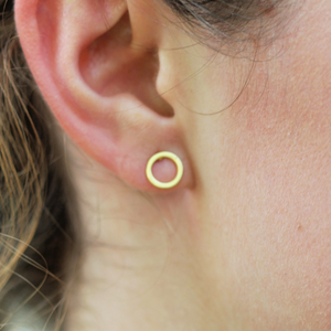 Minimalist Circle Stud - Coco and Duckie