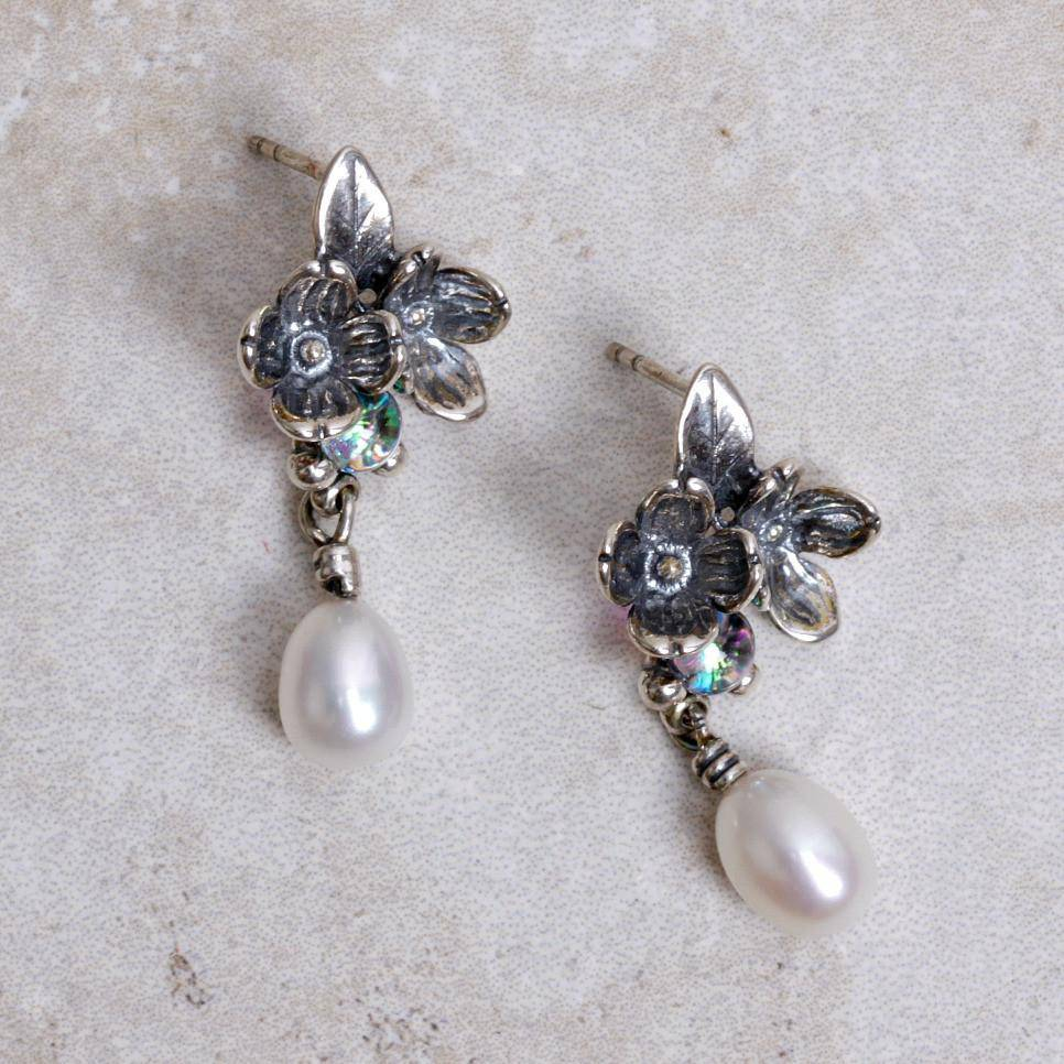 Asymmetrical Flower Earrings | Pearl - Trollbeads - Coco and Duckie