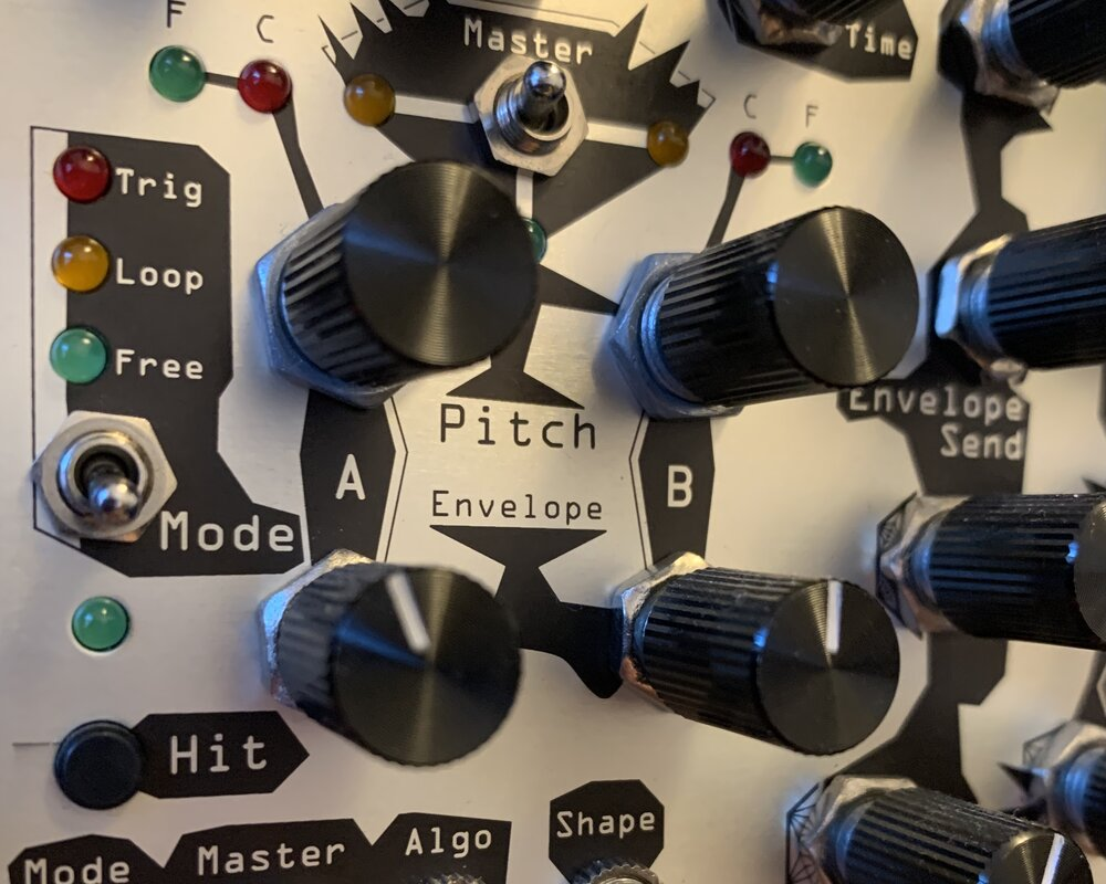Silve Oscillator by Noise Engineering showcasing Trig, Loop and Free