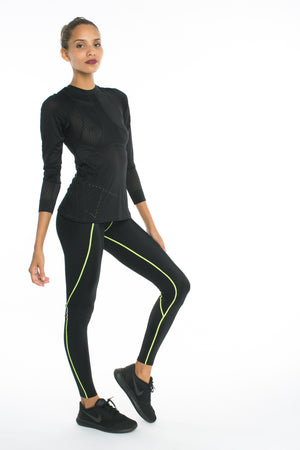 Track Me Down Rash Guard - Black - MAX & ME SPORT