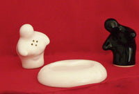 Kissing Ceramic Salt & Pepper Shaker - Black/White