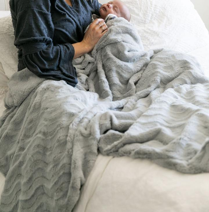 Dove Wave Home Throw